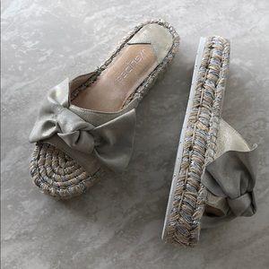 NWOT J Slides NYC Platino Metallic Ritsy Shoes